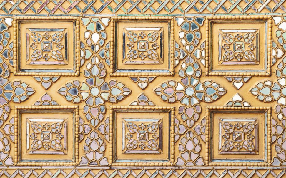 Ceramic art that gives elegant look to your ceiling - Marshalls